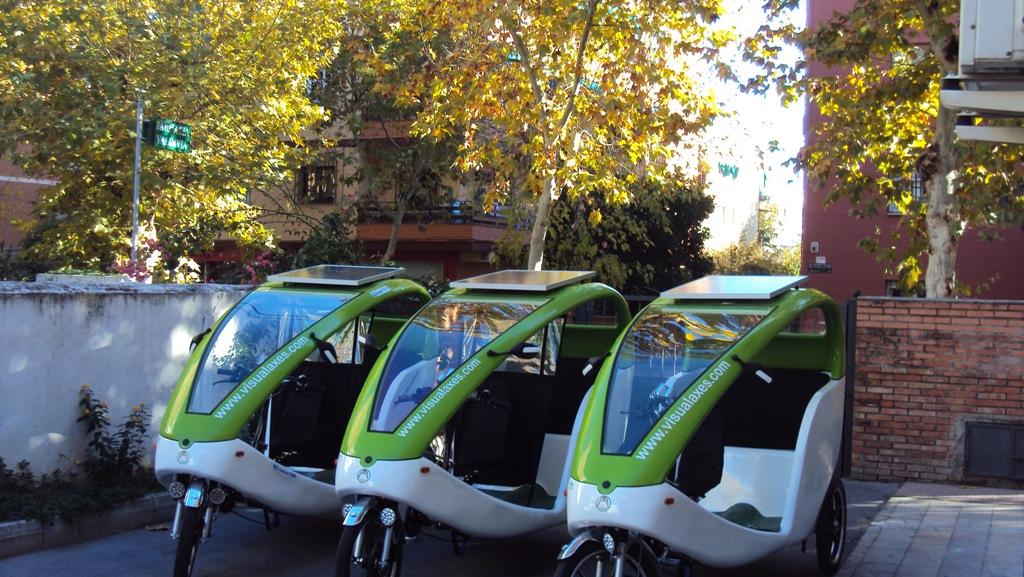 Presentación5/12/2013 en Córdoba vehículo LuBan ecológico y solar