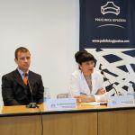 El Dr. Alberto Marqués, traumatólogo, y la Dra. Arantza, Directora Médico de Policlínica Gipuzkoa, durante la rueda de prensa