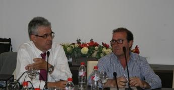 El Dr. Zarco durante la conferencia acompañado de Dr. Vázquez.