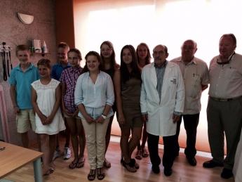 Los niños bielorrusos durante la visita a la Clínica Santa Isabel