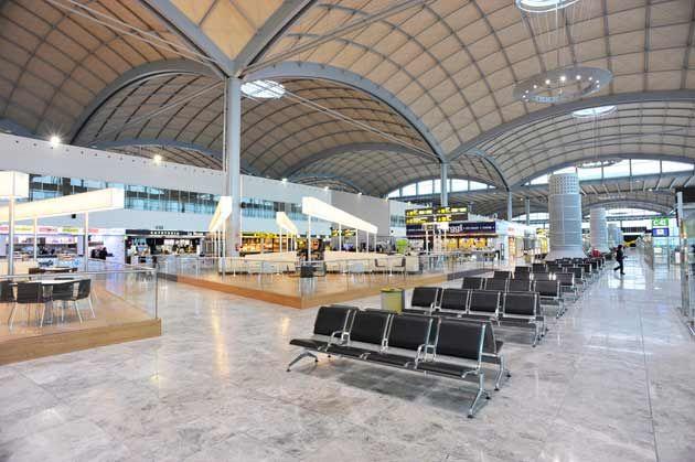 El aeropuerto Alicante-Elche supera los 800.000 pasajeros en marzo