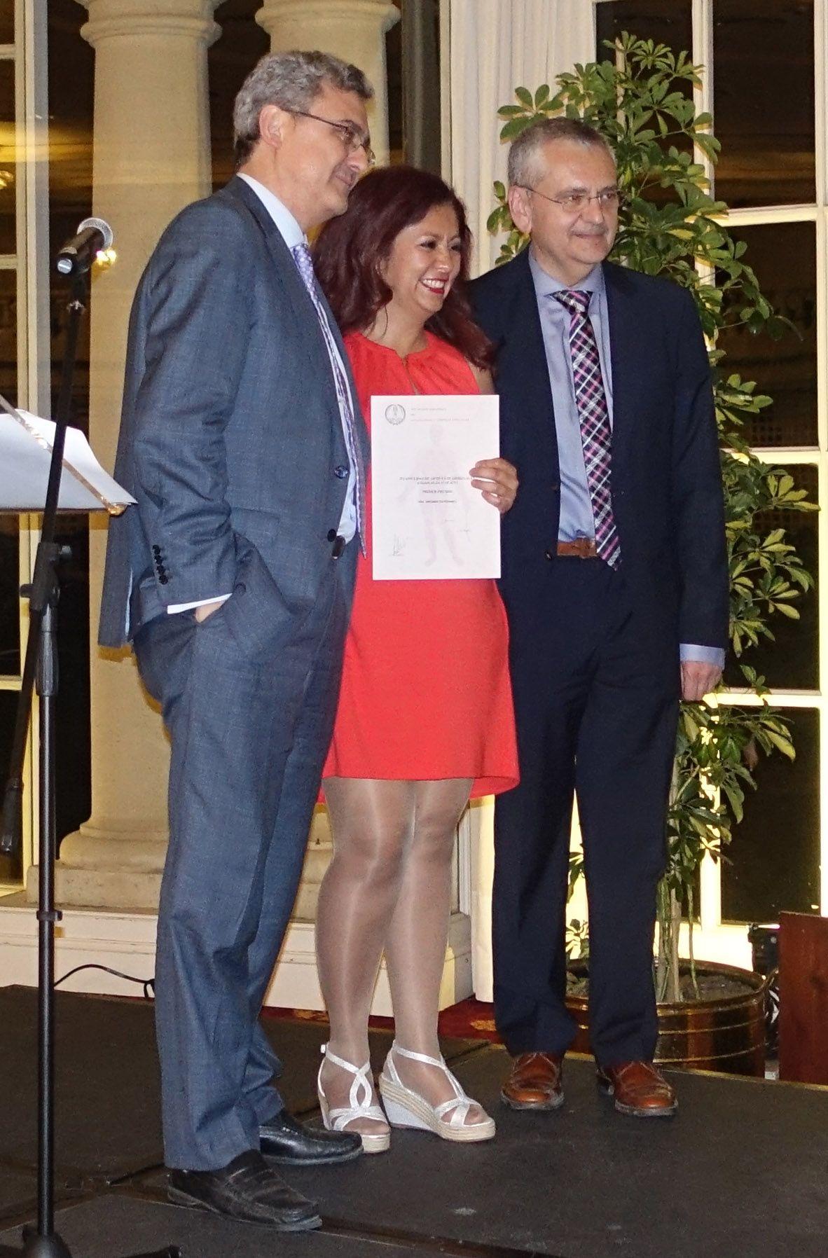 Fotografia La Dra. Briones recoge el premio a Eco Johiliss