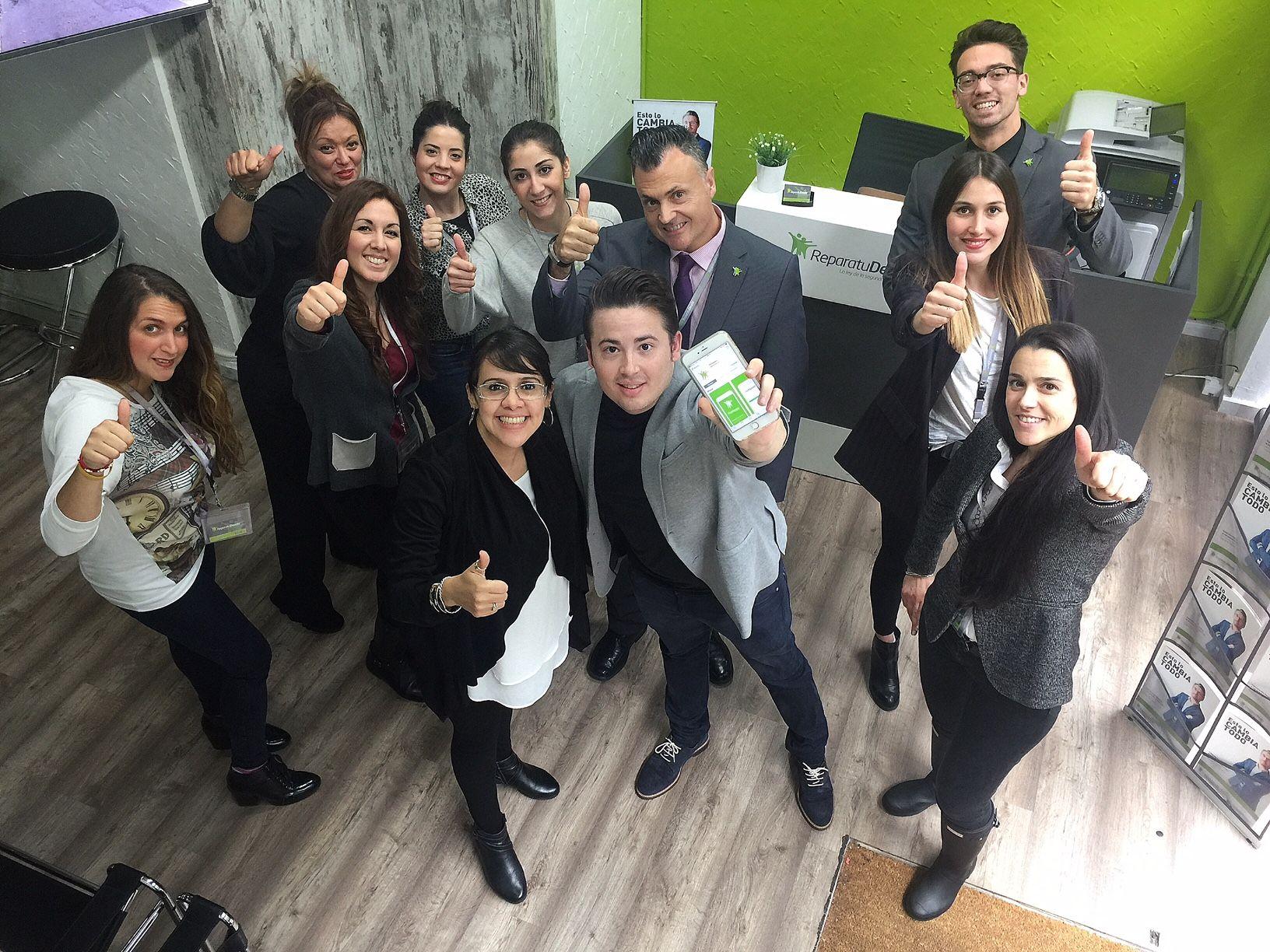 Fotografia Enrique Espinosa con miembros de servicios centrales de
