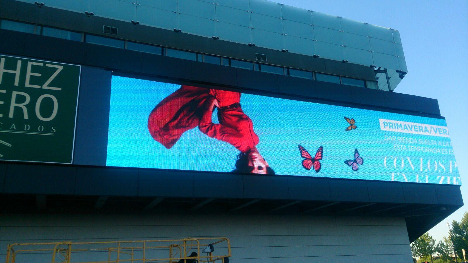 Fotografia Zielo Shopping se renueva visualmente con una pantalla Led