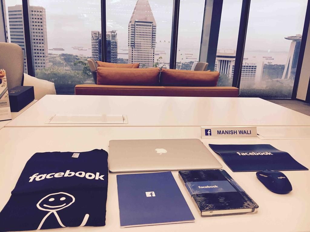 Fotografia Regalos de empresa de Facebook