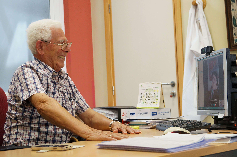 Fotografia Ceferino y Lesli en una charla por skype