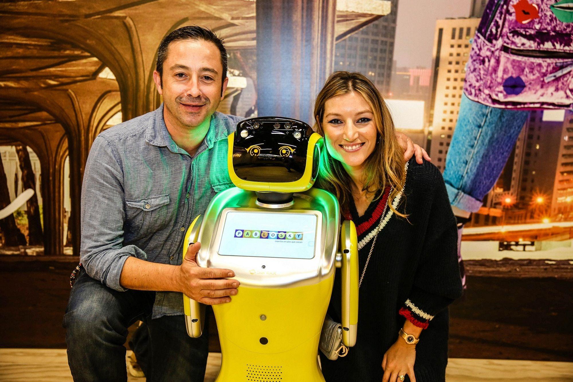 Pablosky presenta a Sammy, el robot humanoide asistente de ventas
