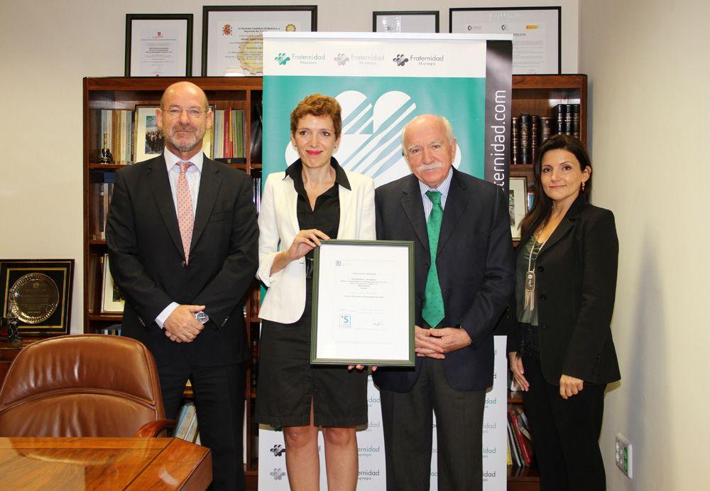 Fotografia Fraternidad-Muprespa recibe el certificado de empresa