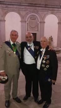 LUIS ALAMANCOS, EN EL CENTRO, JUNTO CON OTROS GALARDONADOS FRANCESES