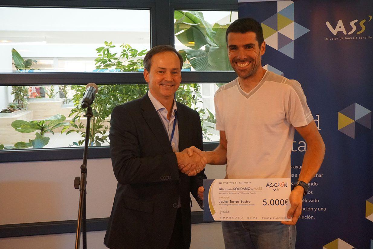 Fotografia El presidente de VASS, Javier Latasa, con el consultor
