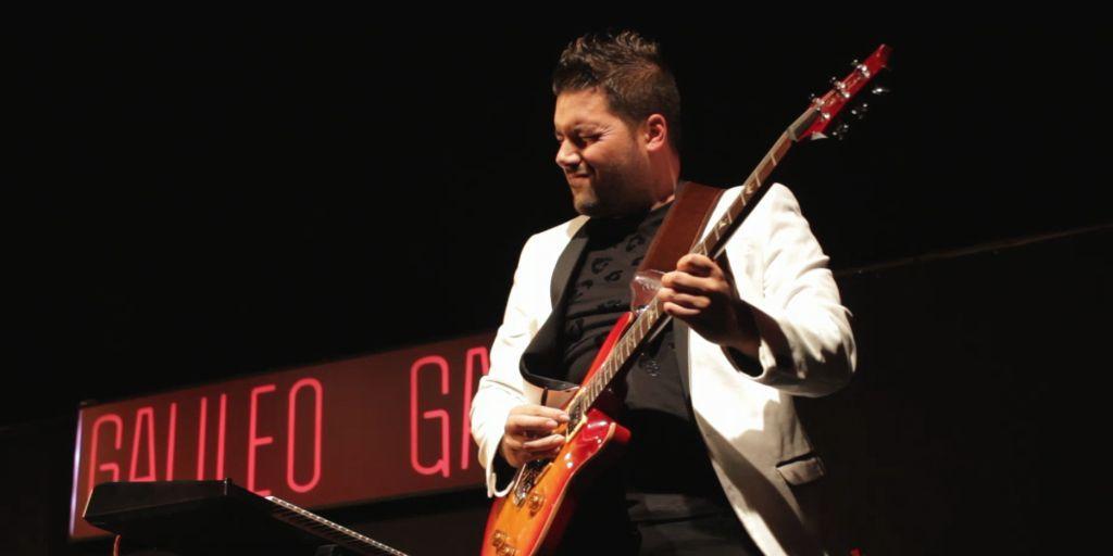 Fotografia Carlos Garo durante uno de sus conciertos en Madrid