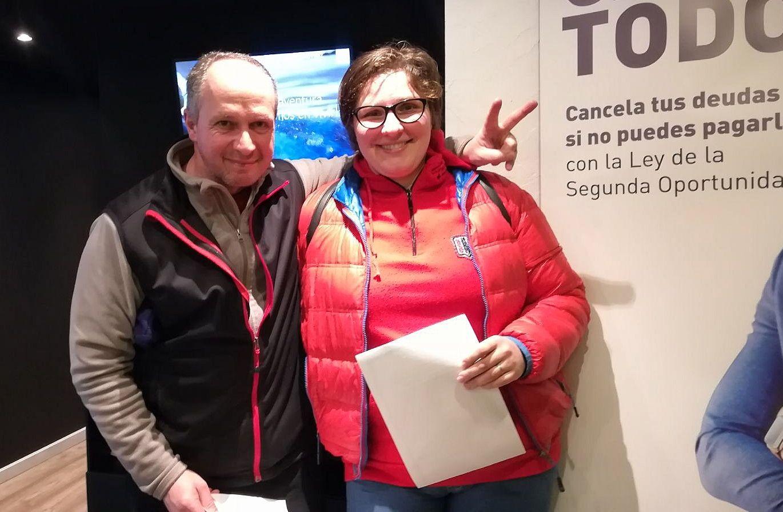 Fotografia Ionela y Costel remus, clientes de repara tu deuda