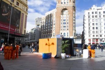 Contenedores marítimos en plena plaza de Callao, en Madrid