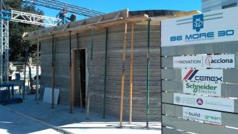 Imagen de la fachada principal de la primera casa imprimida en 3D en