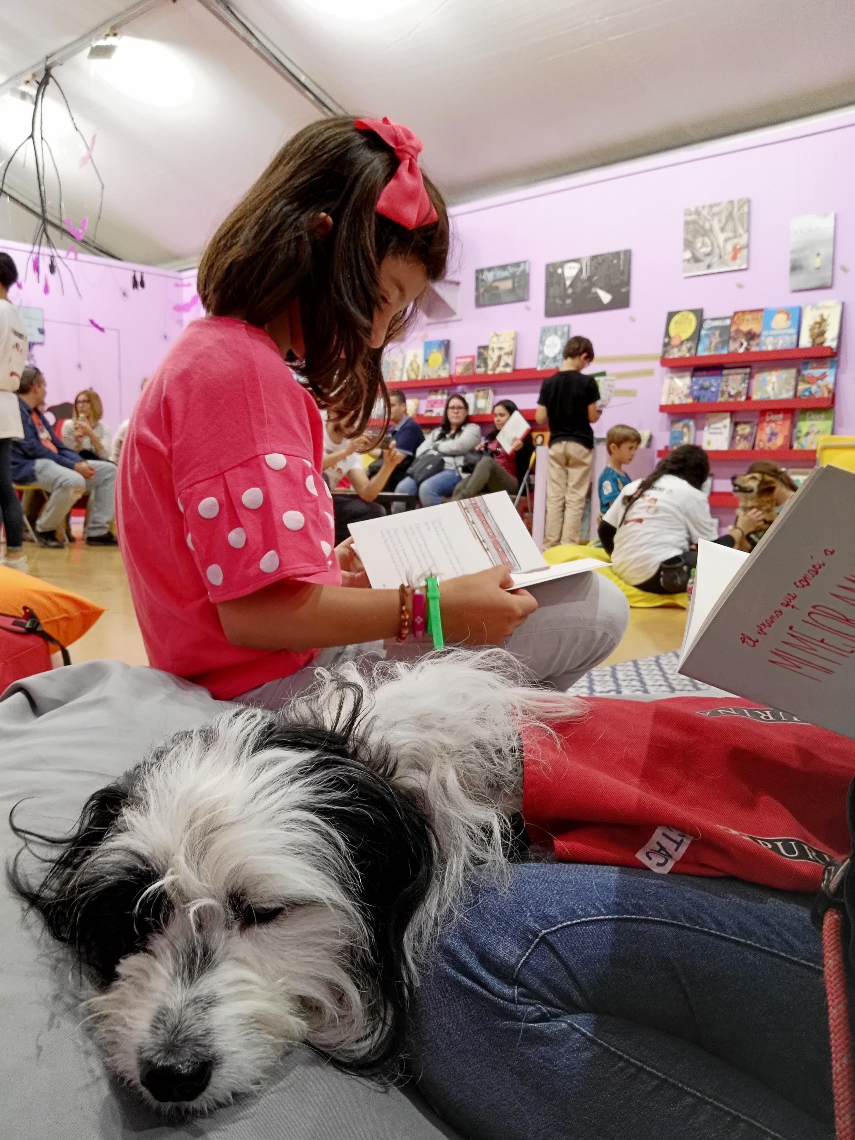 PURINA y CTAC celebran un taller de lectura con perros en la Feria del Libro de Madrid 2018