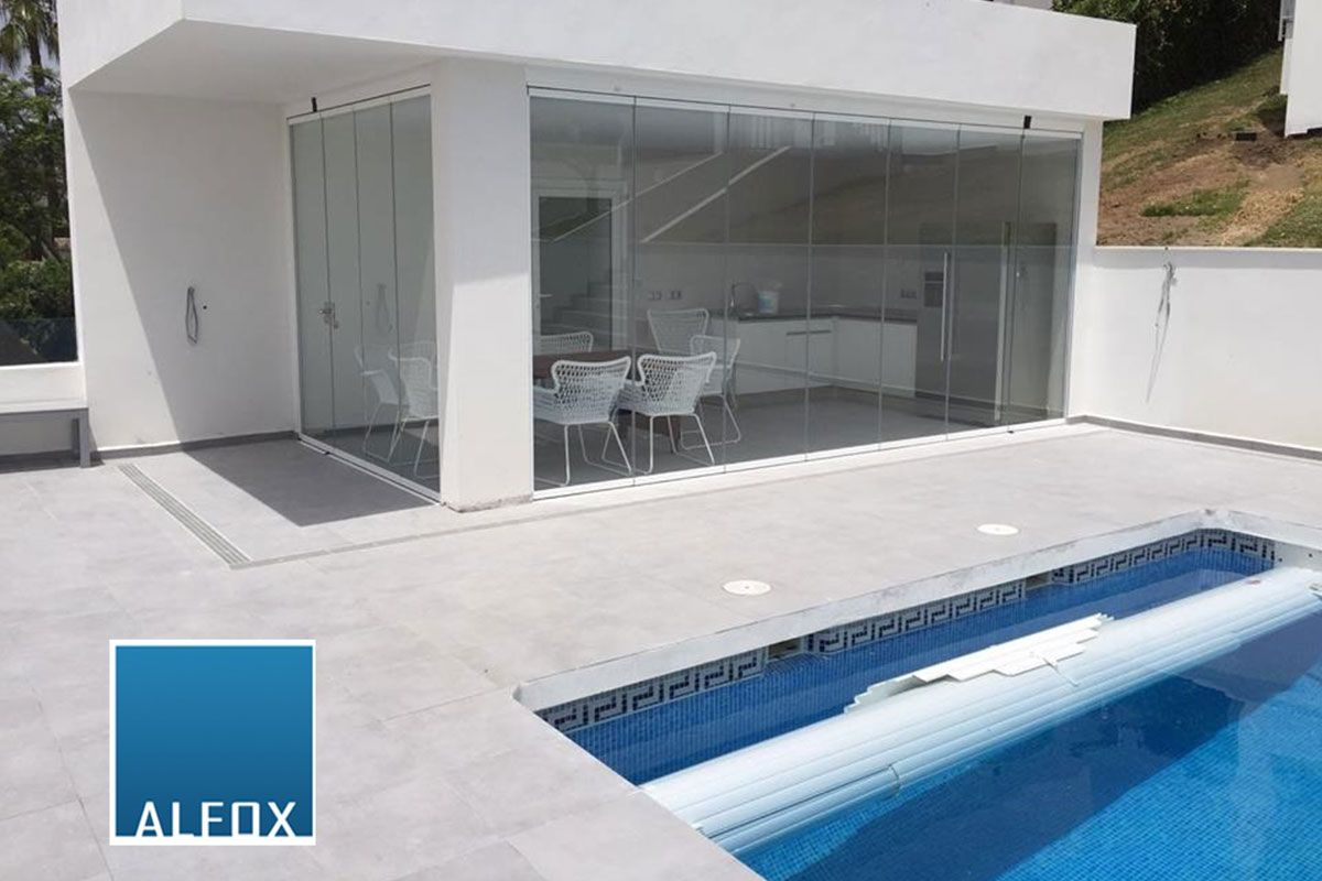 Alfox desvela las ventajas de usar cortinas de cristal en terrazas o porches