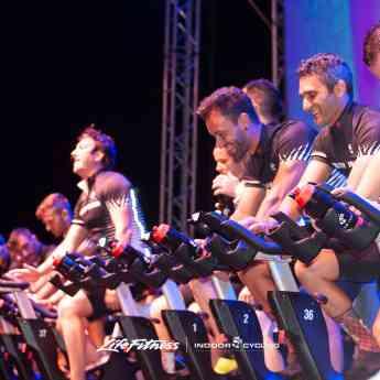 Los Master Trainer dirigiendo una espectacular sesión de Ciclo Indoor