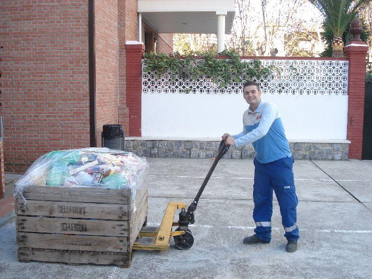 Bancosol Malaga Y Seur Reparten Mas De 4 500 Kilos De Alimentos