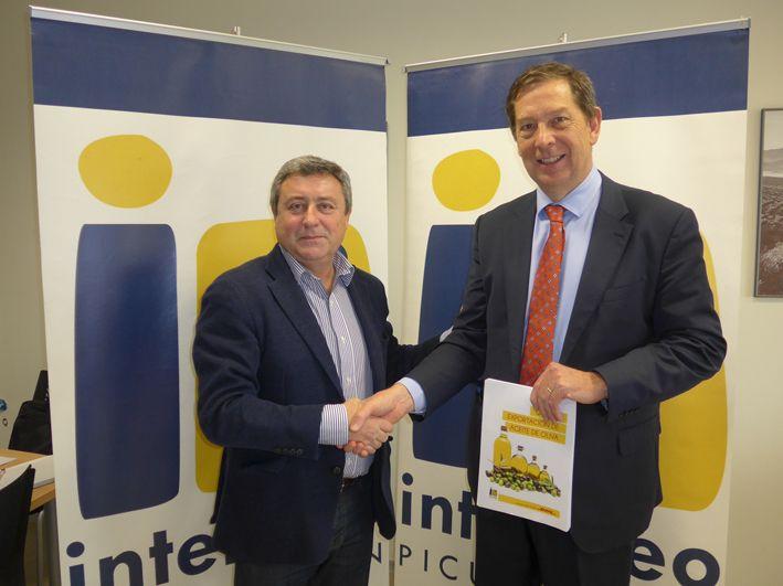 Foto de Firma del acuerdo entre DHL Express e Interóleo Picual Jaén