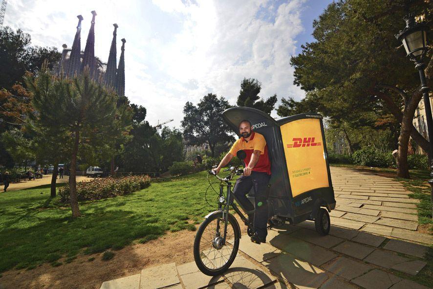 DHL incorpora triciclos de reparto ecológico en Barcelona y Valencia ...