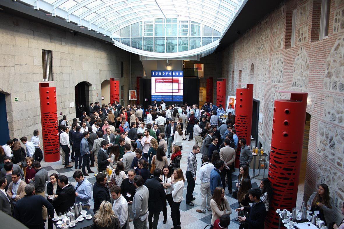 Foto de Patio central de Euroforum en plena actividad