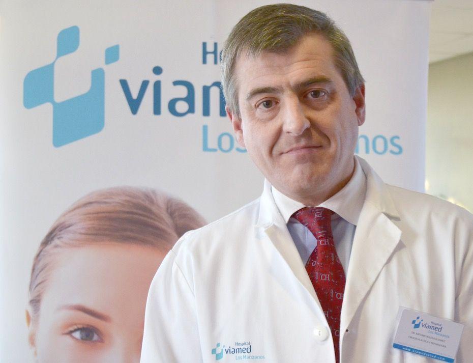 Foto de Cirujano plástico y reparador, Antonio Bazán