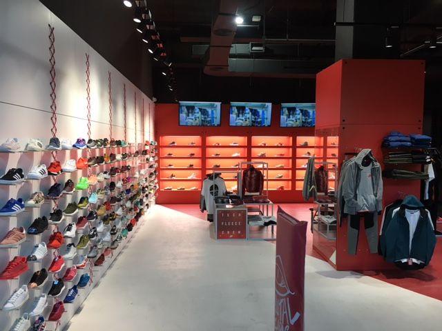 Foto de Interior del nuevo establecimiento de Brutal Zapas