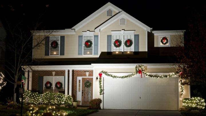 Ideas Para Decorar Puertas En Navidad.Ideas Para Decorar Un Garaje En Navidad Notas De Prensa