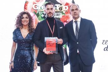 Mario Martín, director Ejecutivo de Vitaterra Junto a Blanca Gener (organización) y Federico de Juan, (humorista y amenizador de