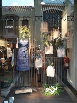 Foto de Escaparate de Adolfo Dominguez diseñado por los alumnos de