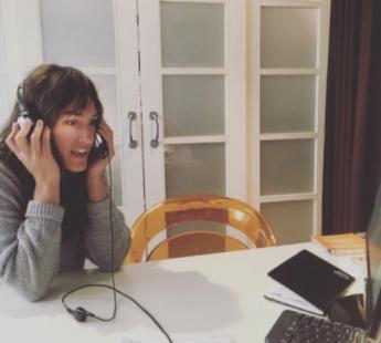 Participante de Travel Work realizando una entrevista via Skype