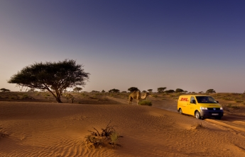 DHL patrocinador de la carrera Gaes Titan Desert by Garmin