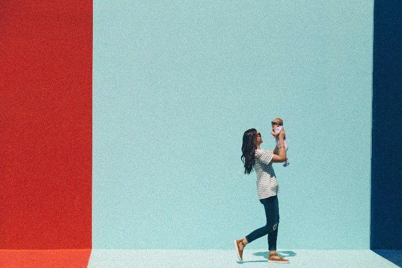 0eb45e0949c Una de cada tres madres dice 'adiós' a la ropa ajustada, los tacones ...