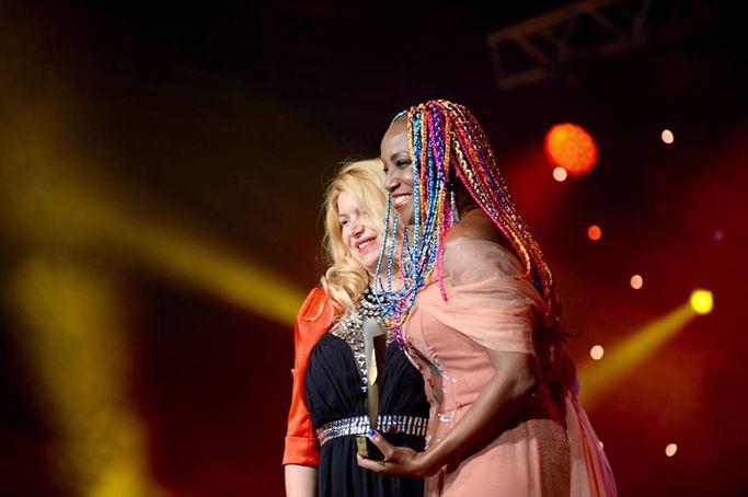 Foto de Lucrecia Premio Latino de Oro 2017
