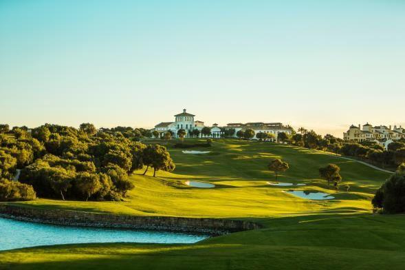 Foto de La Reserva, con su Casa Club, es un campo de golf de nivel