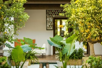Foto de El Club de La Reserva, diseñado con motivos arquitectónicos