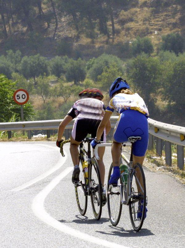 Foto de adelantamiento a ciclistas