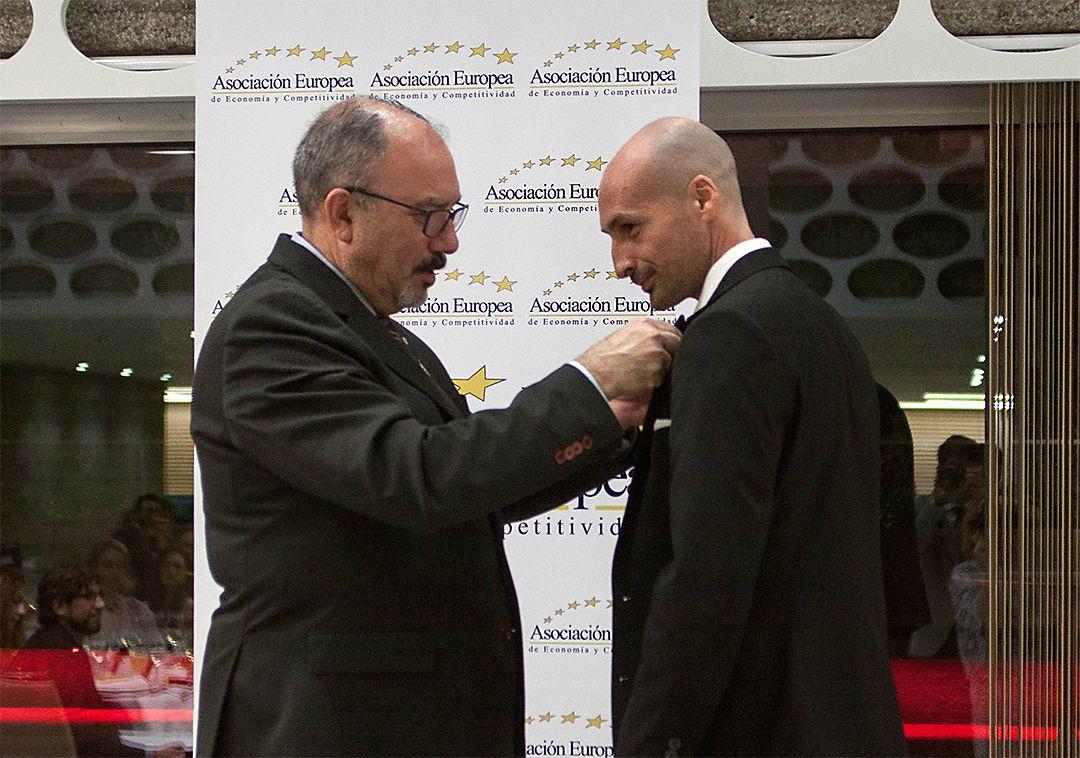 Foto de Imposición Medalla AEDEEC a Seogea