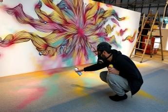 'Live painting' con motivo del Día del Orgullo de la mano del artista callejero Rosh333 y Spotahome