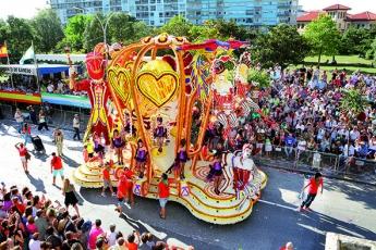 Batalla de Flores: Laredo se llena de color con sus carrozas de flores