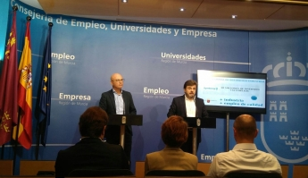 Rueda de prensa para anunciar la inversión. Jesús Juarez, CEO de Symborg, a su dcha. el Consejero de Empleo de la Región de Murc