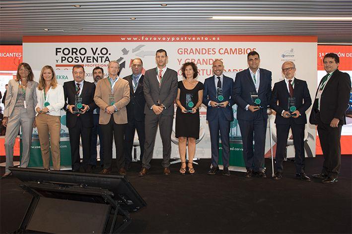 Fotografia Los ganadores con el equipo DEKRA en el Foro VO y Posventa