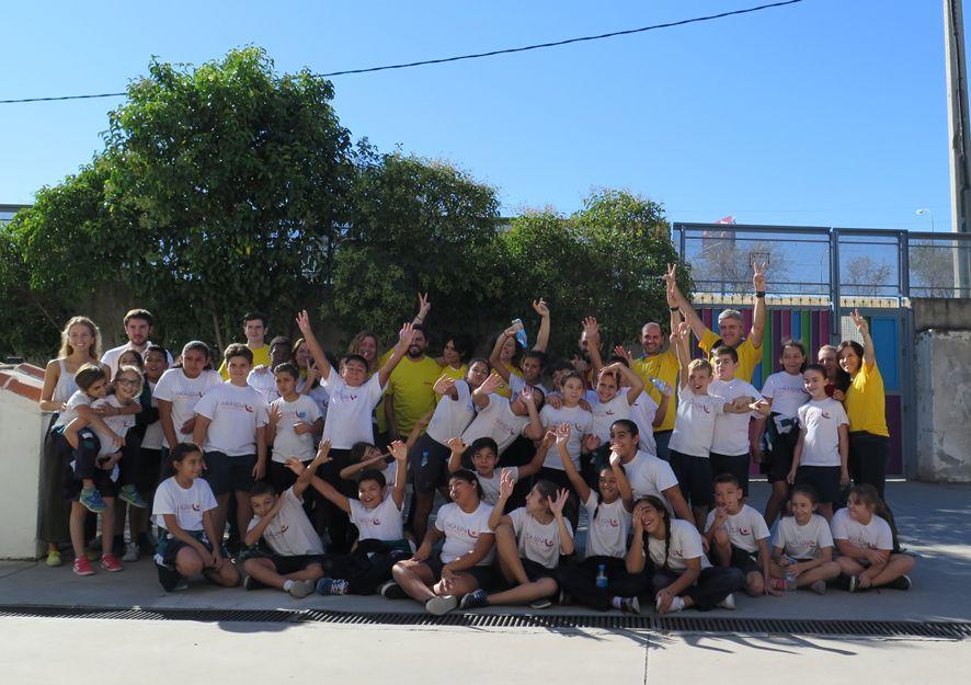 Foto de Voluntarios de DHL en uno de los colegios de Madrid con el