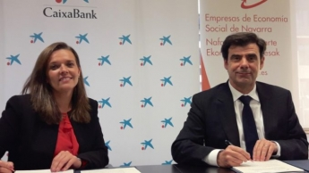 Ana Díez Fontana e Ignacio Ugalde, durante la firma del acuerdo