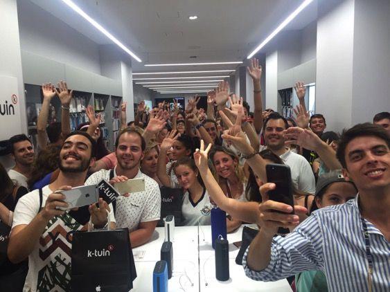 Foto de Tienda K-tuin abarrotada de clientes