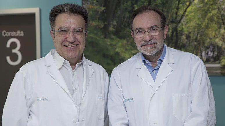 Foto de De izda. a dcha. los Dres. Fernando Martínez Ubieto y  Pedro