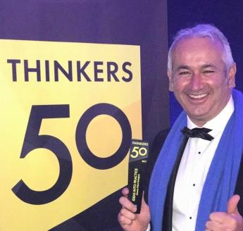 Recogiendo el Premio Thinkers50