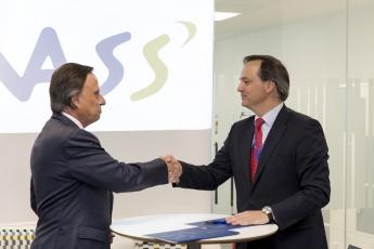 Foto de Javier Latasa (presidente de VASS) e Ignacio García (alcalde