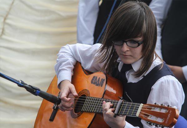 Foto de aprender a tocar la guitarra