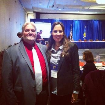 Foto de Dra. Núria Querol y John Thompson, Director Ejecutivo de la